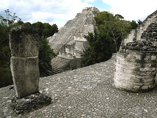 Zona arqueológica de Becán, Campeche, México
