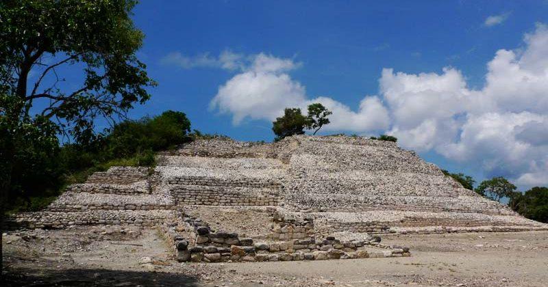 Zona Aequeológica en la Isla de Jaina, Campeche
