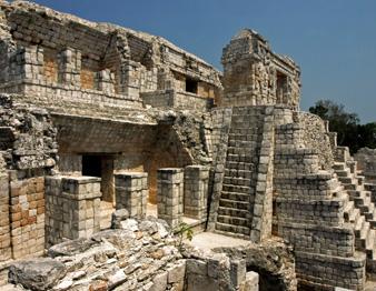 Zona Arqueológica en Santa Rosa Xtampak, Campeche
