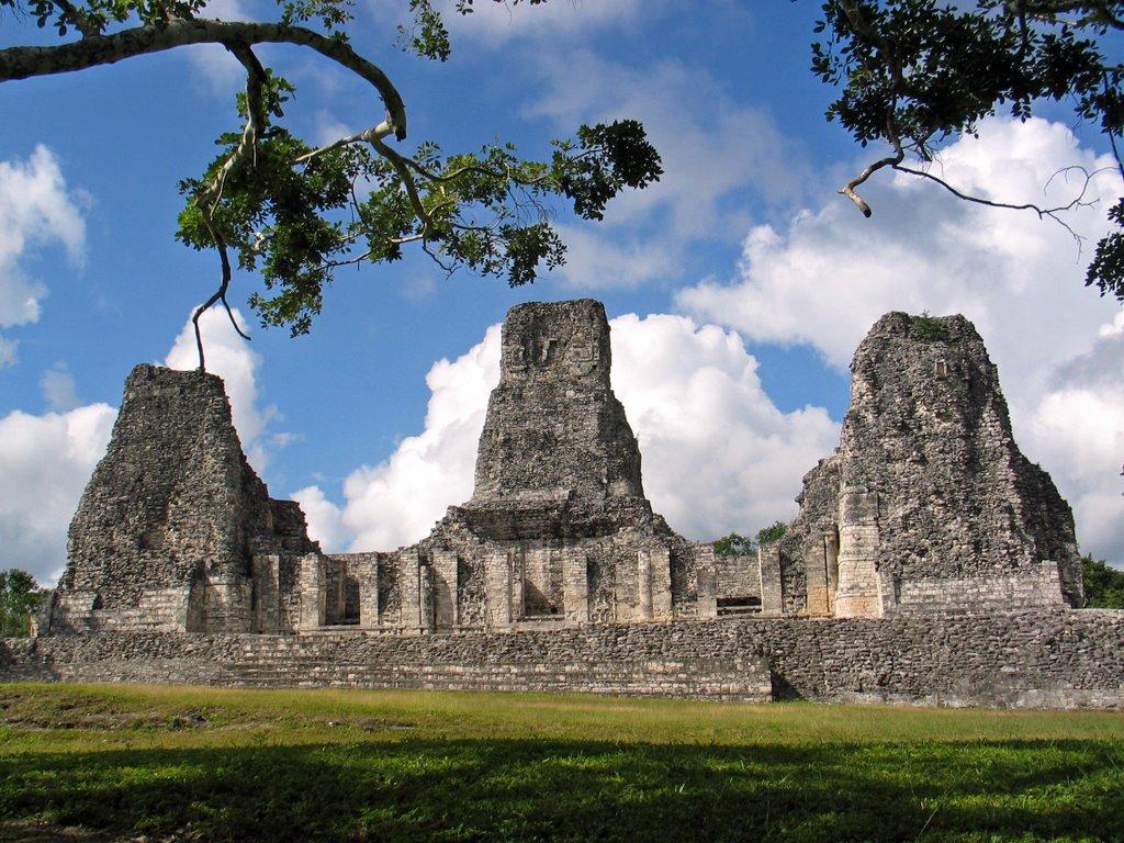 Zona arqueológica de Xpuhil, Campeche, México