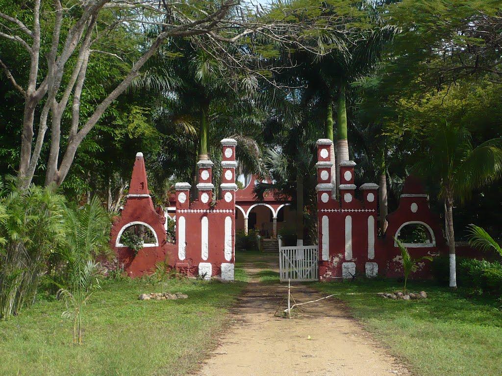 Entrada de la Hacienda Blanca Flor en Campeche