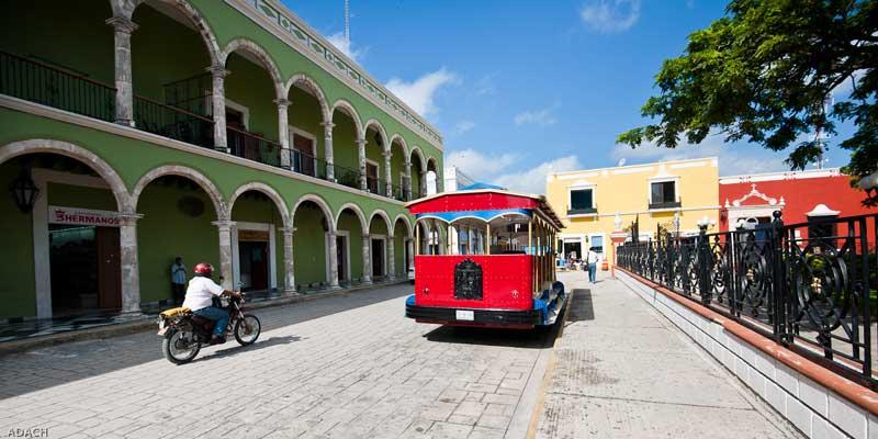 Paseo por el centro de la Ciudad de San Francisco de Campeche, Campeche, México. Photo by Christopher William Adach / CC BY 2.0