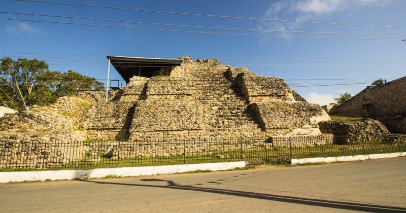 Sitio de Acanceh y su deidad en Mascarones, Yucatán