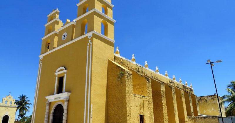 Construcciones Coloniales y Prehispánicas en Acanceh